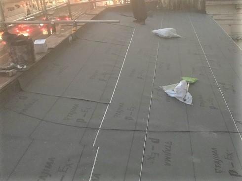 奈良市 店舗の屋根 防水紙貼り