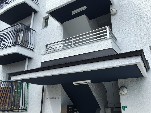 奈良市のマンションの玄関雨樋リフォーム
