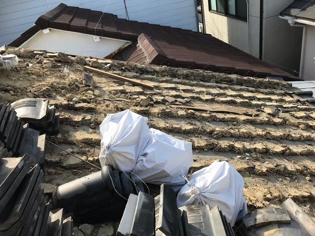 瓦の撤去と葺き土