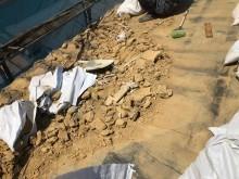 瓦と葺き土の解体撤去