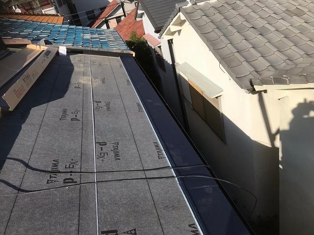 奈良市でガルテクトへ屋根葺き替え工事中