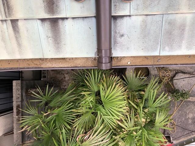 橿原市の土の溜まった雨樋