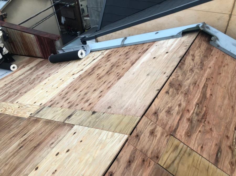 奈良市の屋根に構造用合板を増し張り