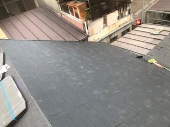 屋根材張りつけ