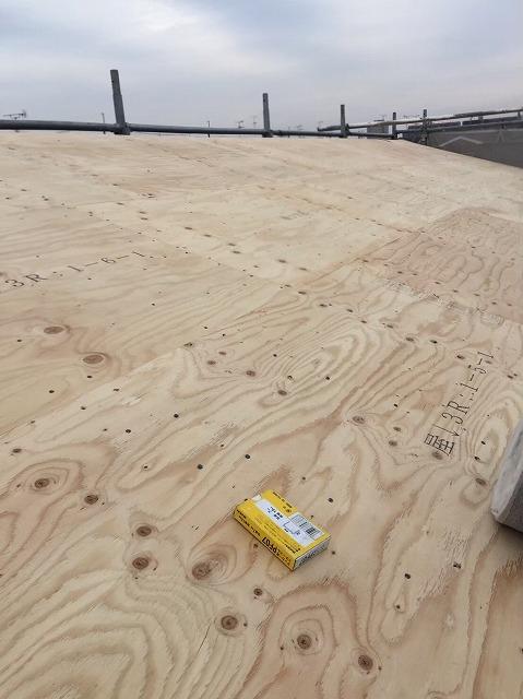 大和郡山市の新築分譲住宅の屋根工事開始