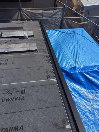 大和郡山市の新築分譲住宅E号地の屋根にケラバ水切りを設置