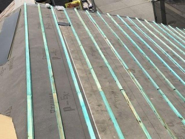 奈良市の複合屋根に瓦桟木設置