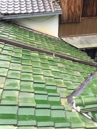 緑の釉薬瓦の葺き直し完成