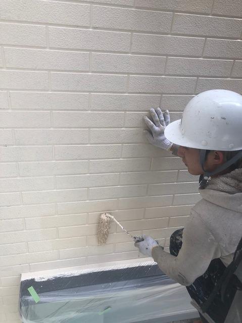 上塗り塗装作業の様子