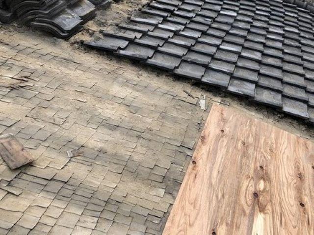 奈良市の複合屋根施工中
