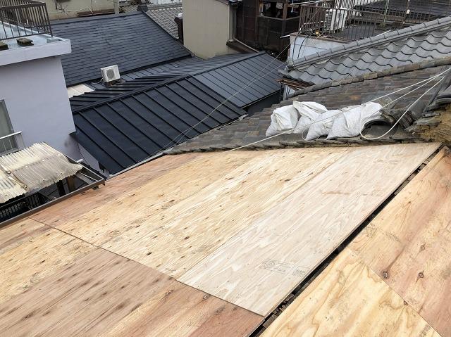 奈良市 雨漏りの和瓦屋根 野地板貼り