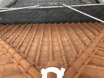 経年劣化した茶色の和瓦屋根