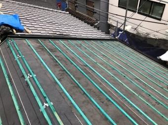 瓦桟を設置した屋根