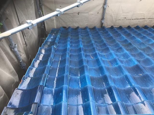 生駒市の陶器瓦屋根の点検にて瓦の歪み発見