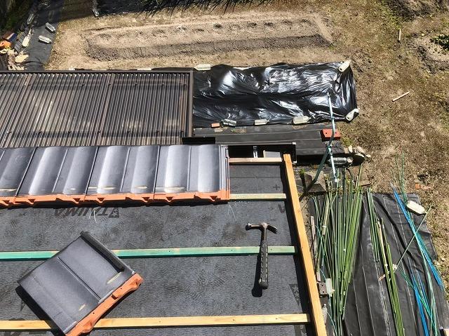 香芝市の平板瓦屋根の屋根材設置
