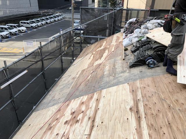 奈良市の複合屋根の野地板完成