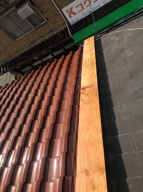 奈良市の屋根の取り合い板金工事開始