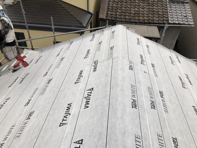 王寺町でルーフィング(下葺き材)の設置作業