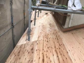 垂木の上に野地板の増し張り