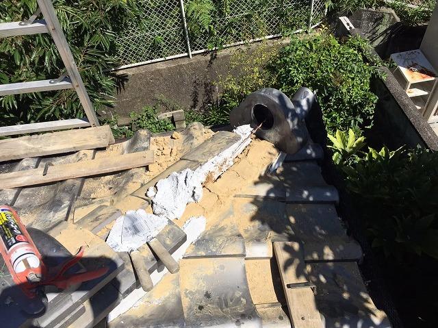 御所市の瓦屋根、棟瓦取り直し工事