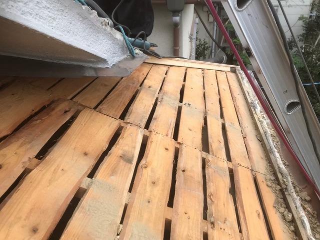 下屋部分の古いバラ板
