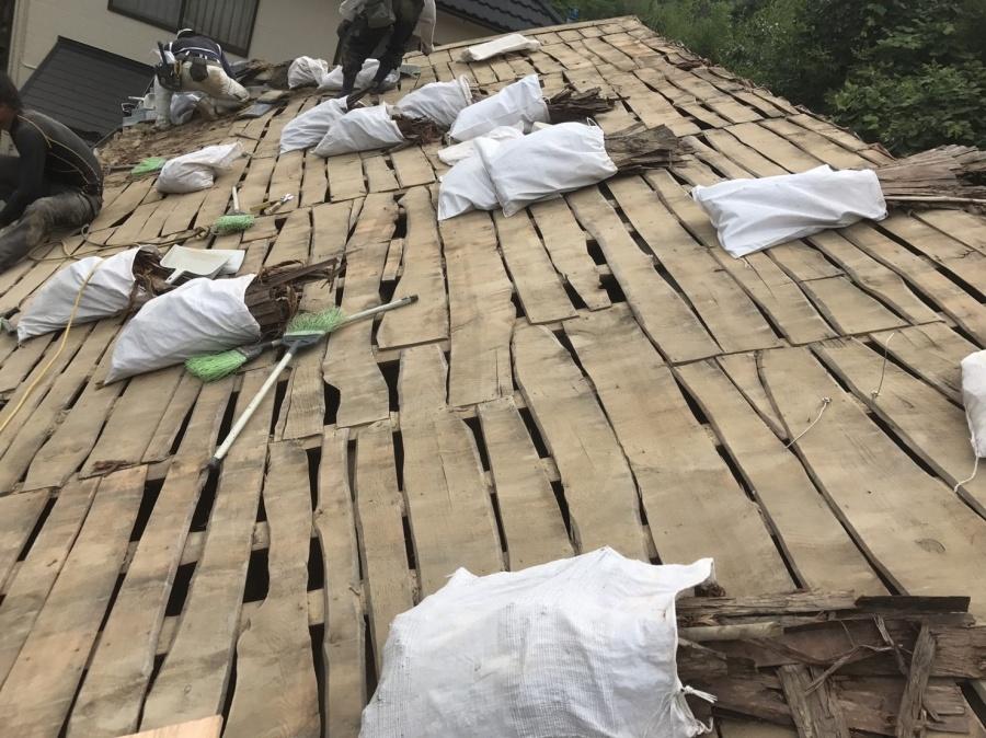 瓦を剥がした大屋根