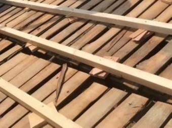 王寺町の瓦屋根の古い野地板のかさ上げ
