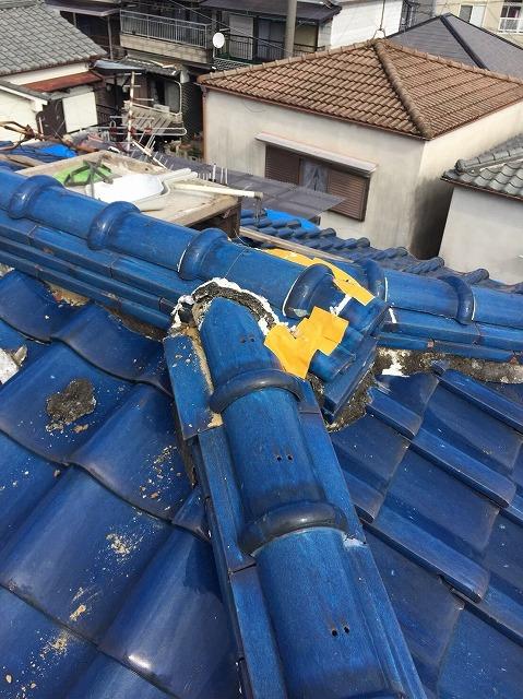 王寺町の釉薬瓦屋根の棟瓦