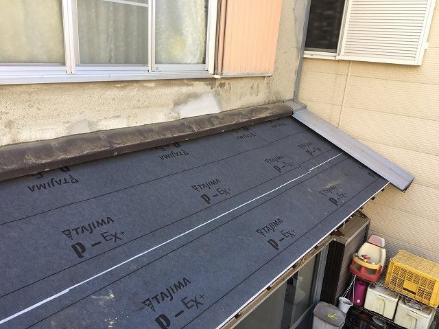下屋根にルーフィングを設置