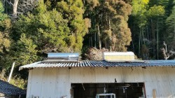 スレート屋根倉庫