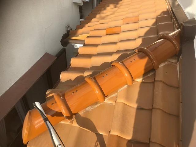 平群町で下屋根の冠瓦(7寸丸)設置