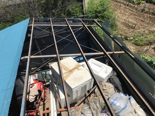大和郡山市の青色トタン波板屋根の撤去