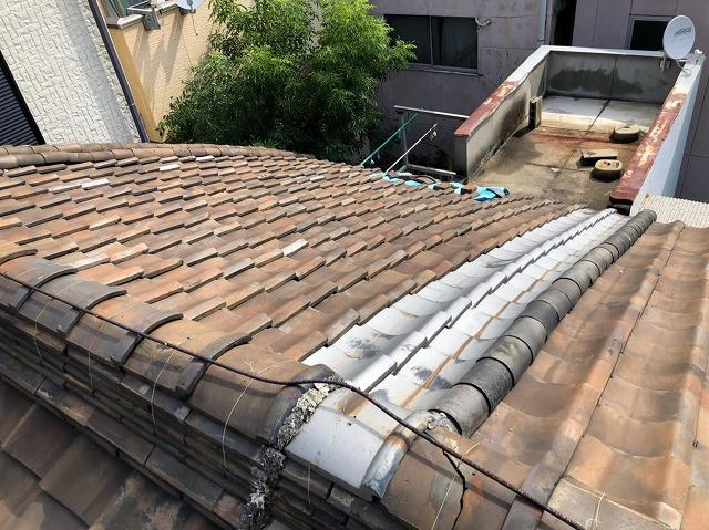 奈良市の燻し瓦の屋根の現地調査