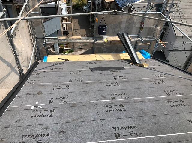奈良市のカラーベスト屋根への防水紙設置