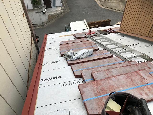 下屋根の葺き替えでカラーベスト使用