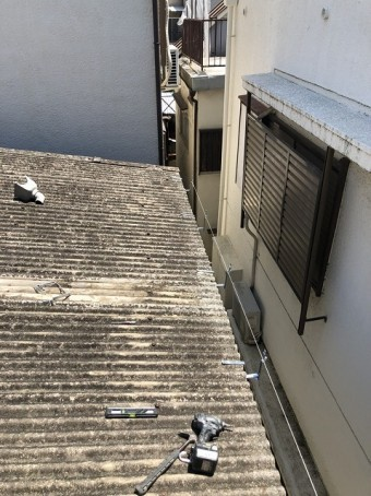 古くなった波型スレート屋根