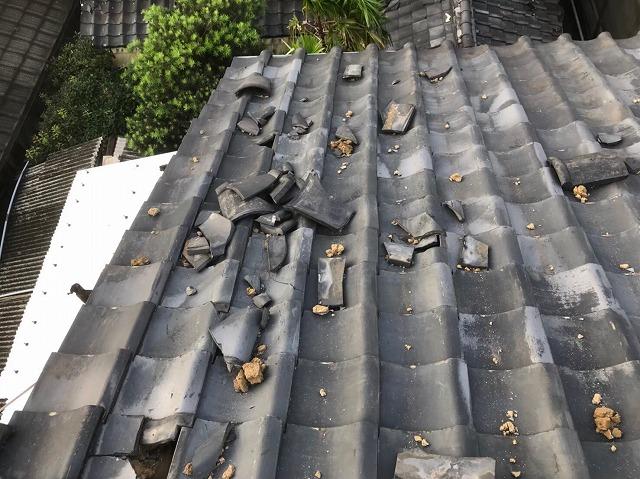 屋根面の瓦の破損発見