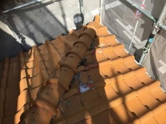 下屋部分の劣化した瓦