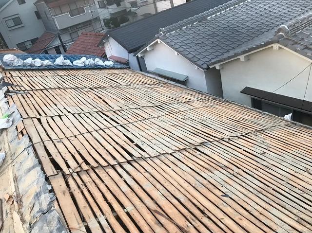 土葺き屋根のバラ板