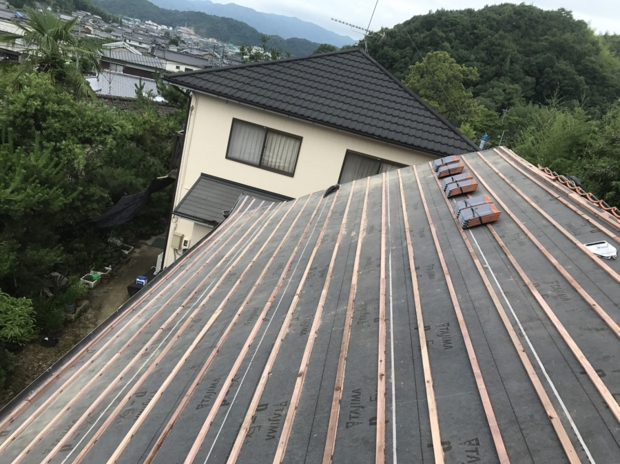 瓦桟設置の屋根