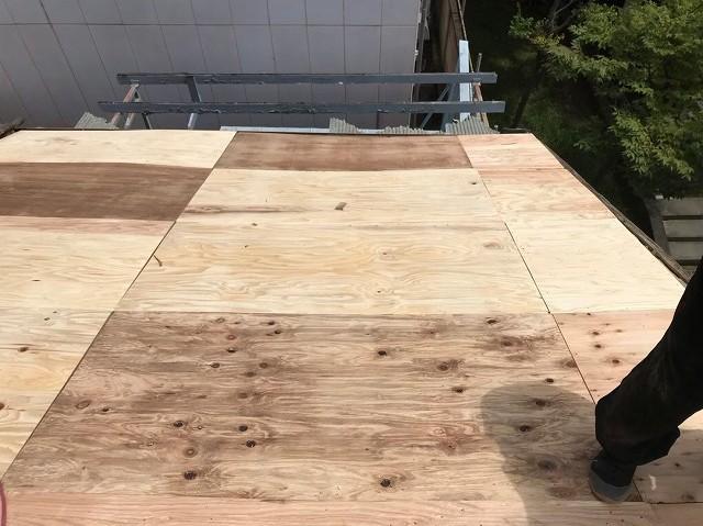 奈良市の葺き替え工事で野地板のメンテナンス完了
