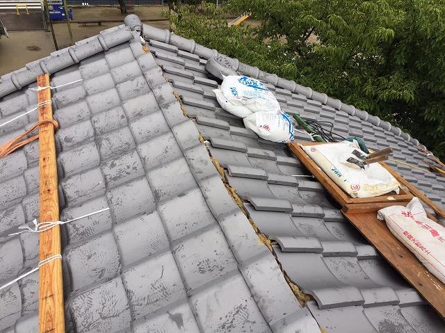 奈良市の葺き替え工事で平部の瓦の葺き替え完了した様子