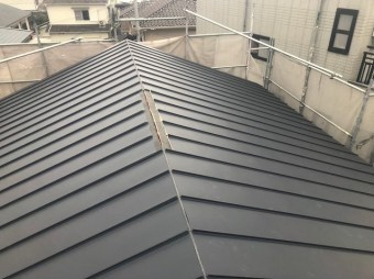 香芝市の新築住宅の屋根工事施工中の換気棟