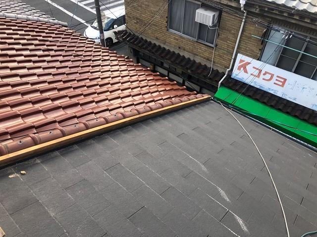 奈良市の屋根の取り合い板金の破損