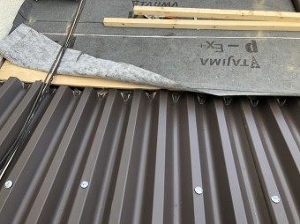 波型スレート屋根をリファインルーフでカバー