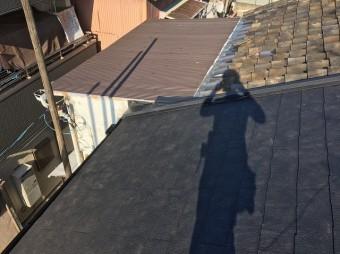 屋根にカラーベスト設置