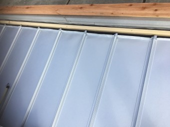 屋根材を張った直後の屋根