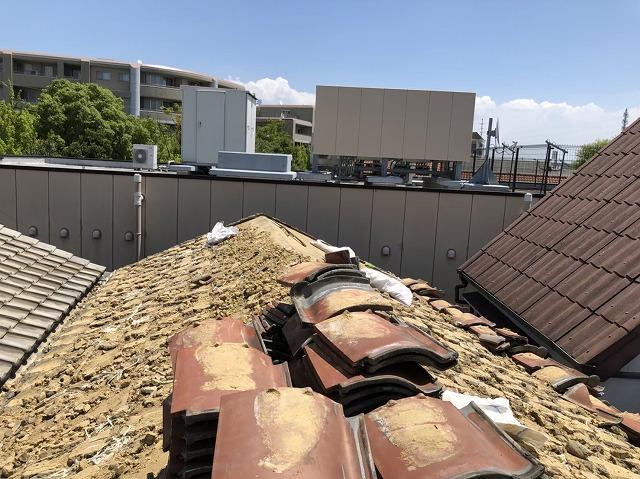 奈良市の陶器瓦屋根の解体作業