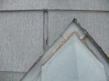 破損したスレート屋根