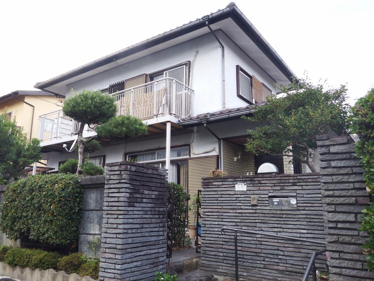 生駒市で築30年超の建物の劣化した屋根材はセキスイかわらUでした